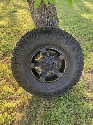 37 in. Nitto tire Rockstar 2 wheel for Sale in Clyde, TX