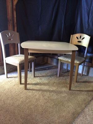 Super cute table and chairs for Sale in Bend, OR