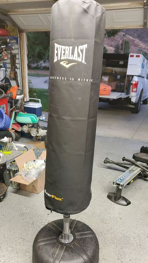 Everlast punching bag with stand for Sale in Fontana, CA