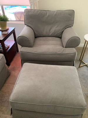 Loveseat, chairs and ottomans for Sale in Corona, CA