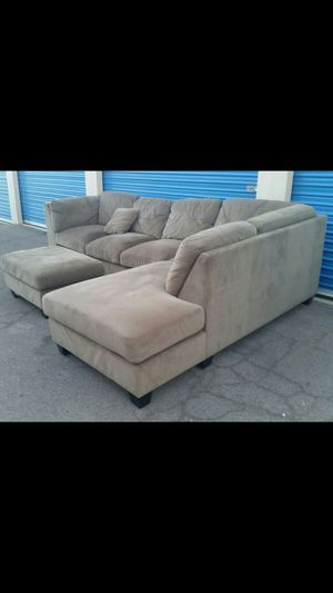 Comfortable sectional couch with ottoman, for Sale in Phoenix, AZ