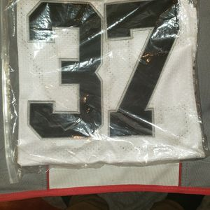 BRAND NEW RAIDERS JERSEY (SIZE SMALL) for Sale in Perris, CA