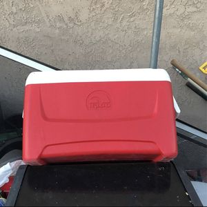 Igloo Cooler for Sale in Riverside, CA