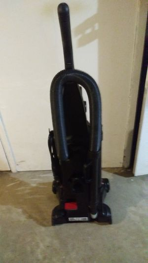 VACUUM (BISSELL)12 AMP for Sale in St. Louis, MO