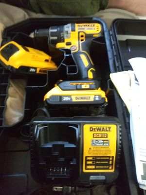 Dewalt drill 20 volt with 2 20 volt batteries and a charger plus case for Sale in Portland, OR