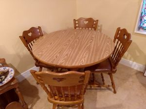 VINTAGE SOLID OAK ROUND OR OVAL DINING TABLE SET HEART CHAIRS for Sale in St. Petersburg, FL
