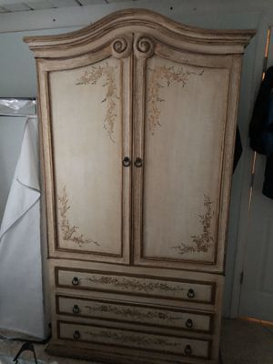 Antique dresser and Armoire for Sale in Margate, FL