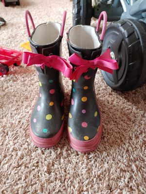 Size 9/10 girl rain boots for Sale in Mead, WA