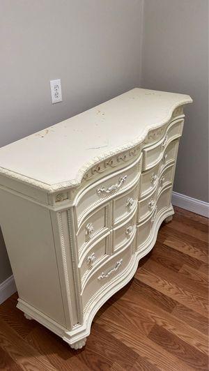 Antique Dresser and curio cabinet for Sale in Jonesboro, GA