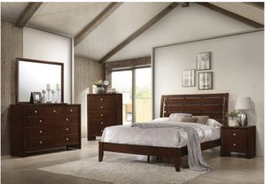 Coaster Furniture King 6 piece set Real Wood with Mattress! for Sale in Pompano Beach, FL
