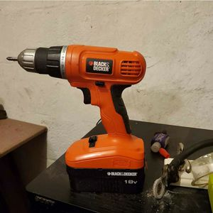 Black and decker cordless drill for Sale in Monroeville, PA