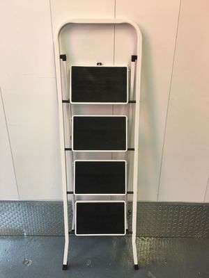 Folding steel 4-steep stool ladder. Wide platform step 300lbs used like new condition for Sale in Brooklyn, NY