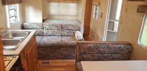 2001 Very Clean Innsbruck by Gulfstream CAMPER for Sale in Jeffersonville, IN