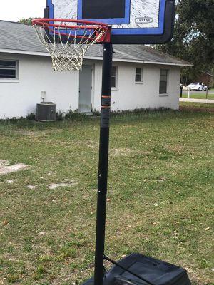 Basketball hoop / canasto de baloncesto for Sale in Saint Cloud, FL