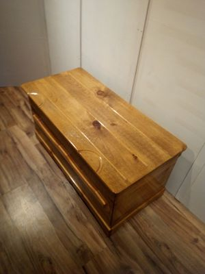 5-Ro32 blanket chest for Sale in Pine Grove, PA