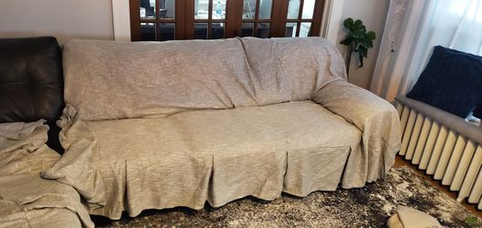 Pleated fabric Sectional sofa cover for Sale in Newburgh Heights,  OH
