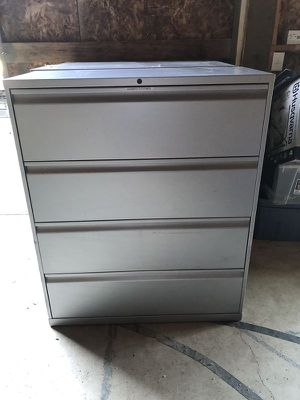 File Cabinets - 3 drawers cabinet for Sale in Brush Prairie, WA