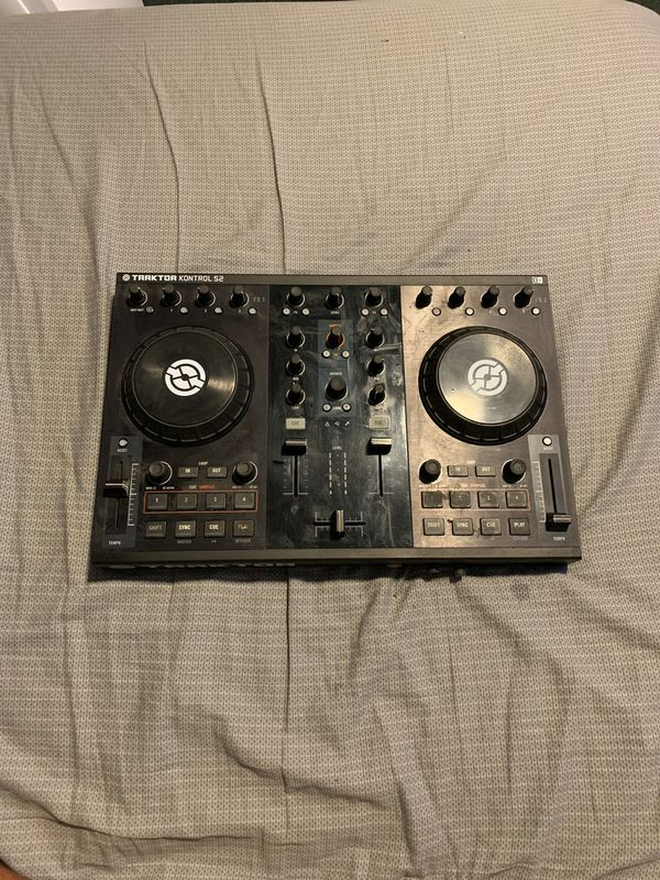 Traktor S2 with cables and installation disc