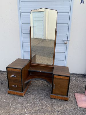 DORRIS-HEYMAN furniture company VANITY for Sale in Tucson, AZ