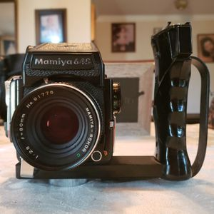 Mamiya 645 1000s w/ 80mm 2.8 Sekkor , AE finder , 120 Film Back, and Shutter Grip. PRO KODAK FILM INCLUDED. for Sale in West Covina, CA