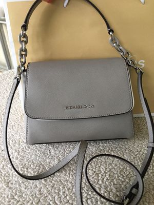 Authentic Michael kors crossbody for Sale in Joint Base Lewis-McChord, WA