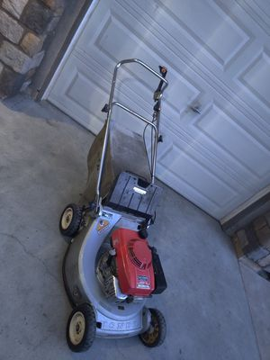 Honda push LAWNMOWER mower in good working conditions for Sale in Riverside, CA