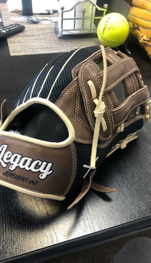 Legacy glove softball glove for Sale in Castro Valley, CA