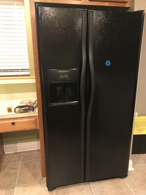 Frigidaire refrigerator dishwashing machine and microwave in excellent condition for Sale in Cleveland, OH