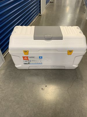 Igloo cooler up to 280 cans like new for Sale in Lake Forest, CA