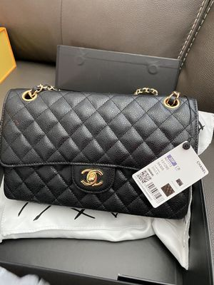 Chanel medium size leather purse $500 for Sale in Jurupa Valley, CA