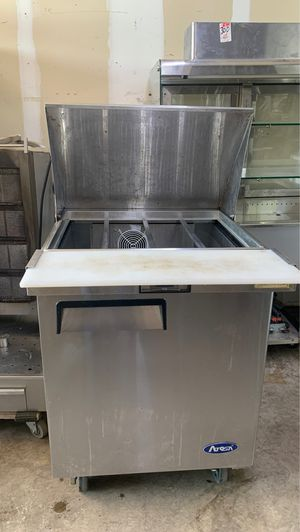 2ft refrigerated prep table for Sale in Richardson, TX