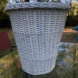 """Vintage White Wicker Rattan Waste Basket Trash Can Shabby Chic Boho Large 15.5"""" for Sale in St. Petersburg,  FL"""