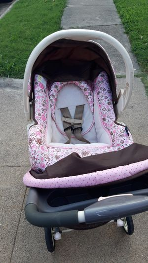 Stroller with baby carrier and base for Sale in Irving, TX