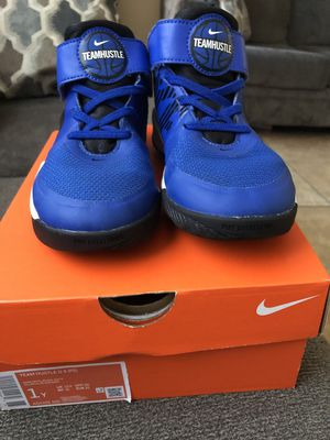 BOYS NIKE SHOES USED ( MY SON ONLY USED THEM A FEW TIMES TO SMALL FOR HIM) STILL IN GREAT CONDITION ASKING $23 FIRM size 1Y for Sale in Lynwood, CA