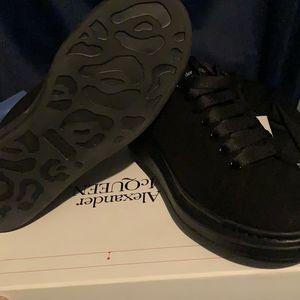 Black for Sale in Detroit, MI