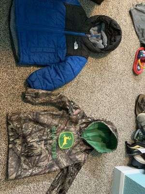3T north face and John deer jackets for Sale in Puyallup, WA