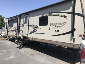 Travel Trailer 32 foot for Sale in San Bernardino, CA