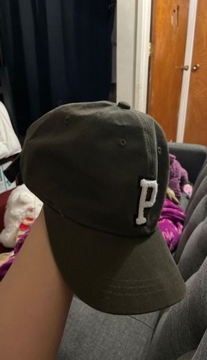 GREEN VS PINK HAT brand new with tag for Sale in Huntington Park, CA