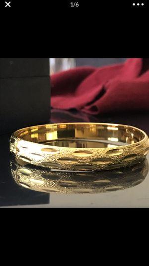 """18k gold filled 18k stamped 8"""" around bangle bracelet for Sale in Silver Spring, MD"""