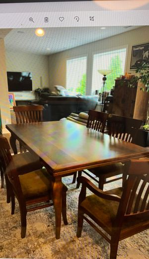 Dining room table-Solid Oak for Sale in Strongsville, OH