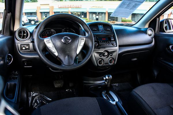 2015 Nissan VERSA SV BT