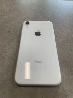 iPhone XR 64 GB unlocked for Sale in Selma, CA