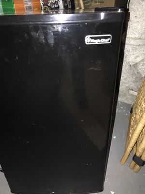 Magic Chef refrigerator/freezer Dorm size $75 for Sale in Pittsburgh, PA