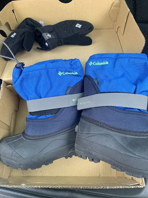 Columbia Kid Snow Boots and Gloves size 12 for Sale in Los Angeles, CA