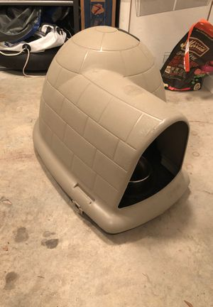 Dog crate (igloo style) for Sale in Austin, TX