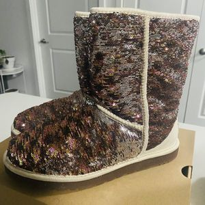 Authentic Sequined Champagne UGGS for Sale in Burien, WA