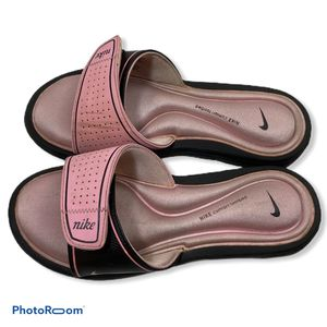 Nike Slide Sandal Woman's 7 Hook & Loop Pink for Sale in Princeton, NJ