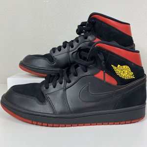 AIR JORDAN 1 RETRO MID LAST SHOT SIZE 10.5 MENS SHOES BLACK RED USED for Sale in The Colony, TX