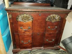 Chest of drawers for Sale in Suwanee, GA