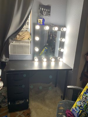 MAKEUP VANITY for Sale in CA, US